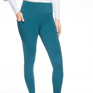 Athleta Moto stash pocket salutation tight